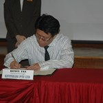 Signing Memorandum of Co-Operation between KEYfields and Singapore Polytechnic at the Singapore Polytechnic Supply Chain Seminar 2011